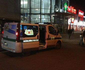 Машина муниципальной полиции у торгового центра «Альфа»
