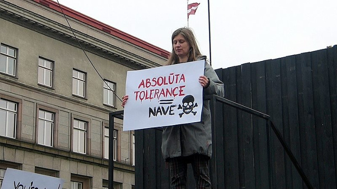 Плакат: абсолютная толерантность - смерть